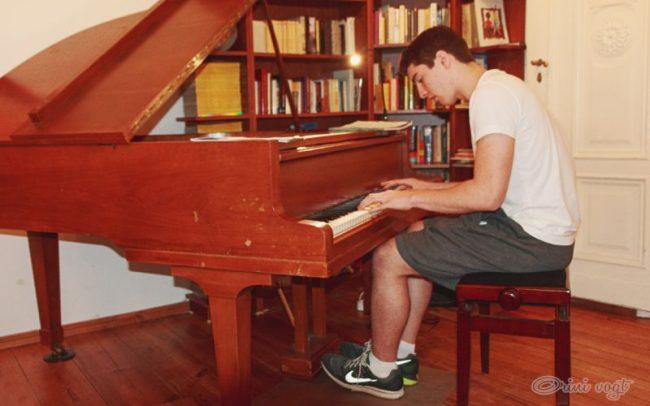 Pianist 16 2015